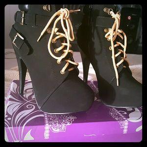 Shoes - Black heals